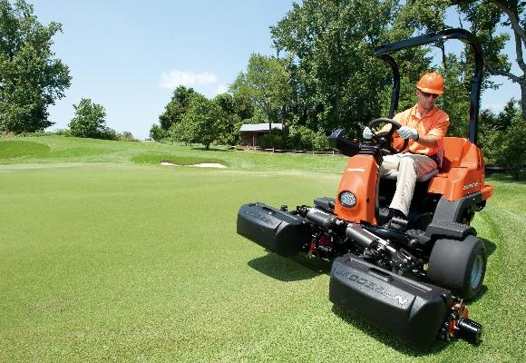 golfbanen onderhoud met maaiers